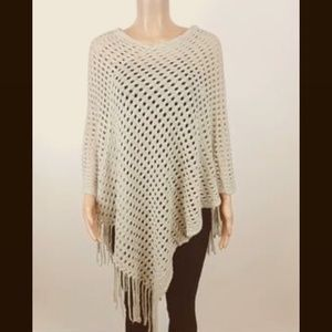 ⭐️Host Pick⭐️ NWT Crochet Poncho with Fringe